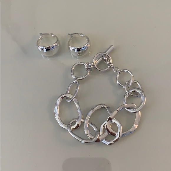Chloe + Isabel Jewelry - Chloe and Isabel silver earring and bracelet set